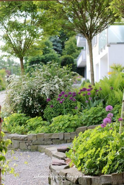 Vorgarten+Gestaltung+Gartenideen+Hanglage+Treppe+Natursteine+Kies+