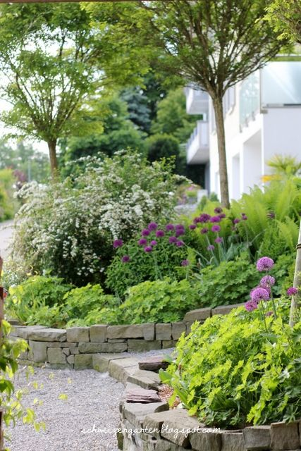 Vorgarten+gestaltung+Gartenideen+Hanglage+TReppe+Natursteine+Kies+ - ideen gestaltung steingarten hang