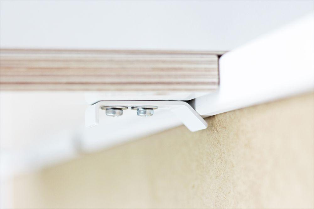 wickelaufsatz befestigung auf der r ckseite einer hemnes kommode von ikea ikea kommoden pimps. Black Bedroom Furniture Sets. Home Design Ideas