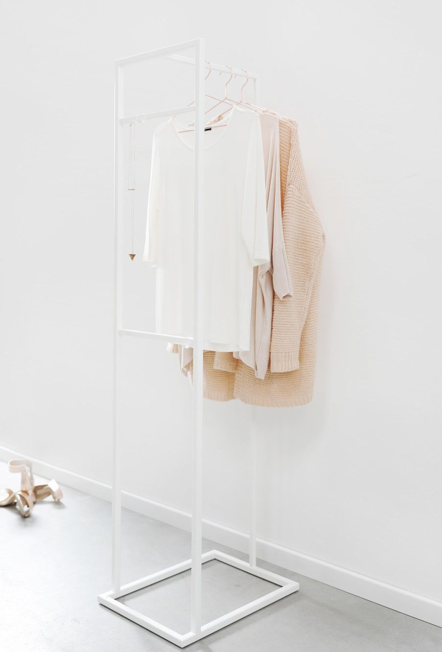 Kleiderständer Weiß Metall moderner kleiderständer damendiener stummer diener aus filigranem