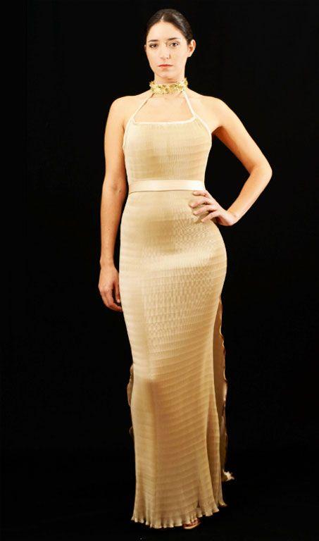 4a898fee15 En 1909 Fortuny elaboró el archiconocido vestido Delphos. De aires griegos  y una sencillez admirable
