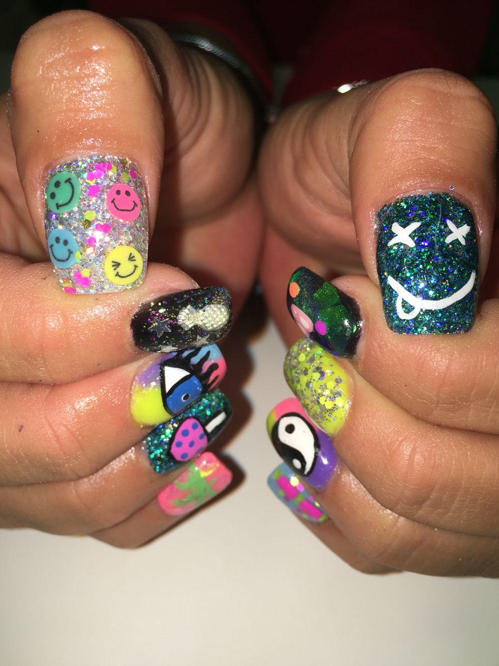 Amsterdam inspired nails Acid face Mushroom crazy neon rave Gel ...