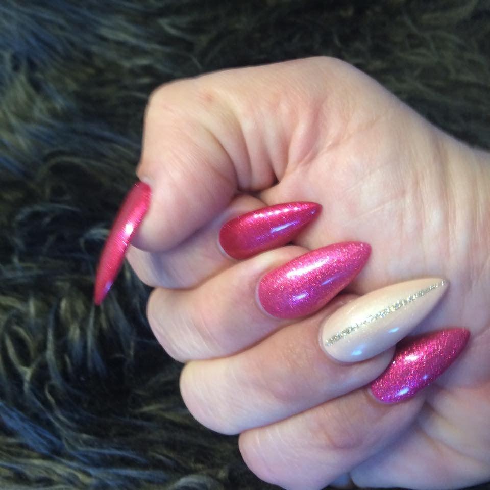 Rosa, Burgund und Creme Stilettos aus Gel, mit Schablone | Nails ...