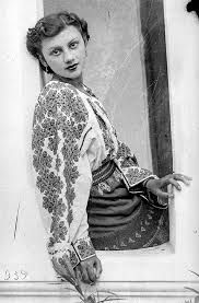 formal portaits of women in the 20th century - Google Search