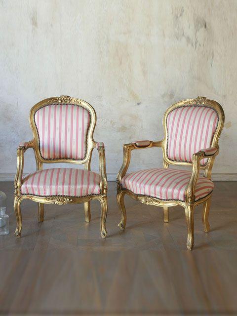 Antiguo par de sillones de estilo cl sico luis xv en oro con tapicer a de seda muebles - Sillones originales ...