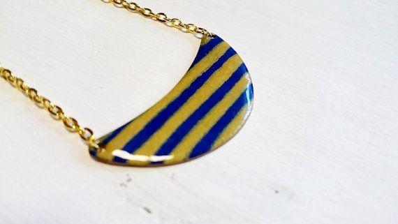 Breton stripes enamel half moon necklace | Collier breton rayé marinière bleu foncé et doré par Gwenngwenn