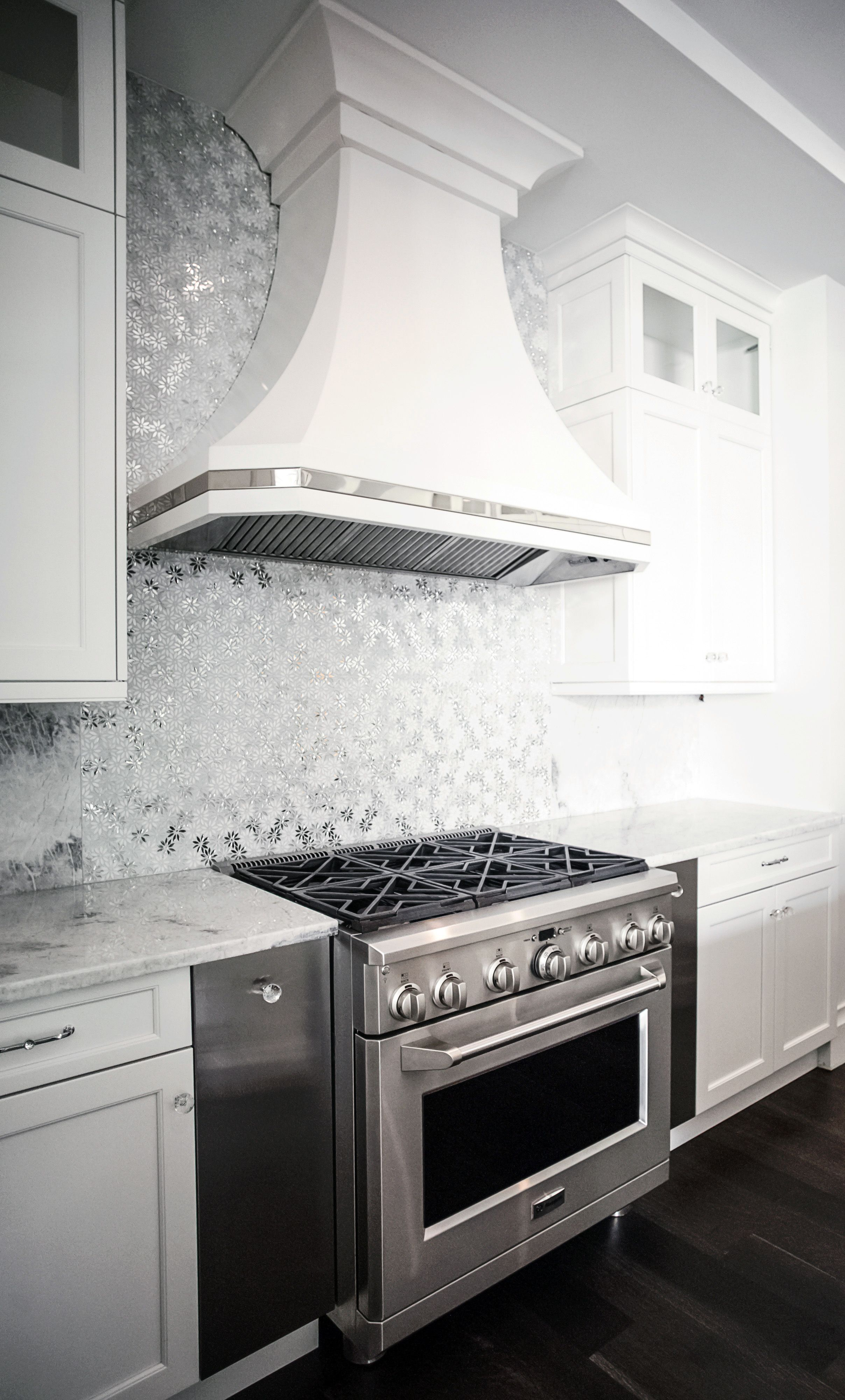 Artistic tile i dapper daisy mosaic in whitesilver illuminates this artistic tile i dapper daisy mosaic in whitesilver illuminates this backsplash with a floral dailygadgetfo Images