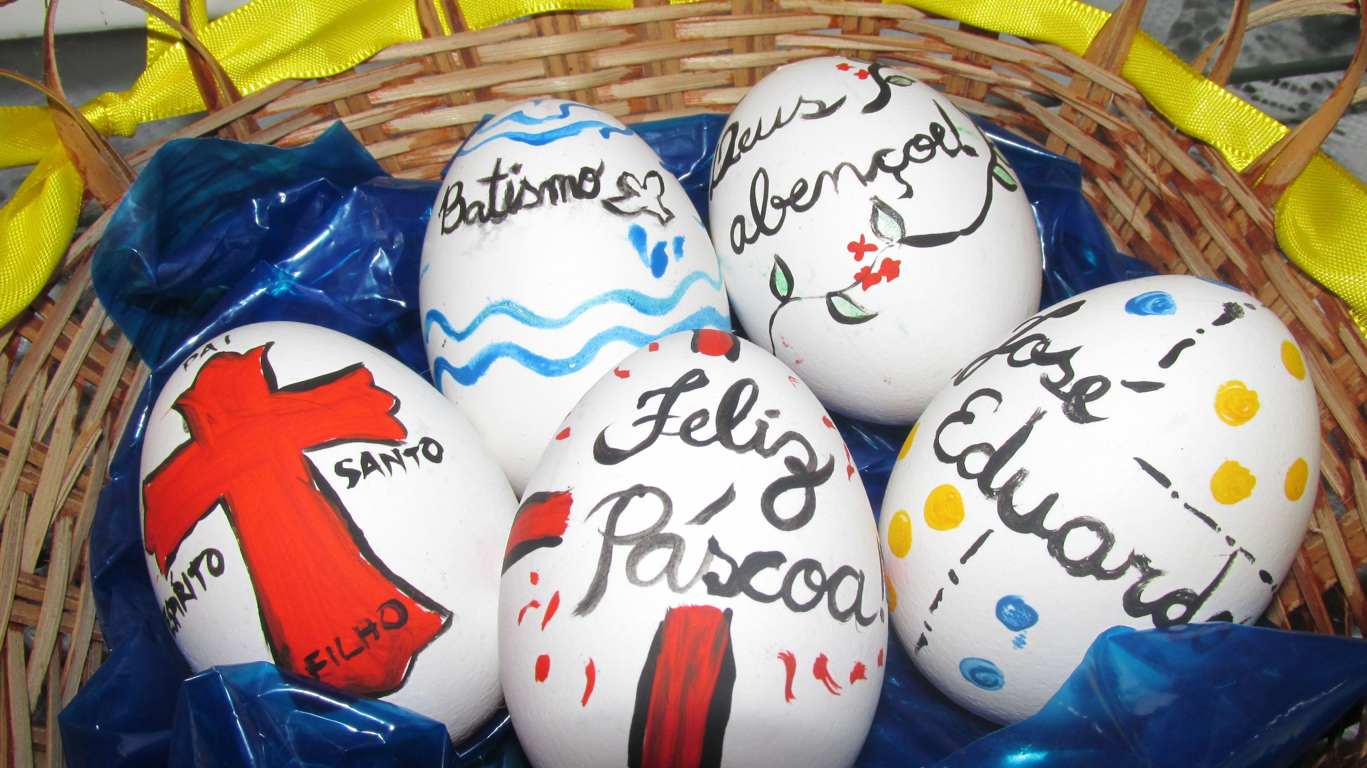 Ovos que pintei para enfeitar a mesa de comemoração do batizado do bebê que foi na Páscoa #batism #easter #eggs