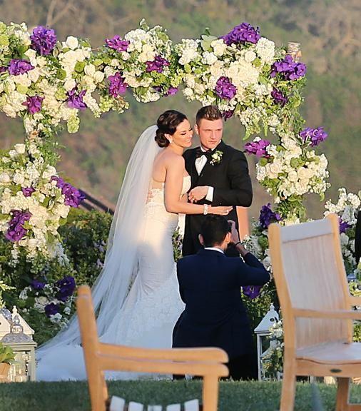 Nick Carter se casa com Lauren Kitt em Santa Barbara