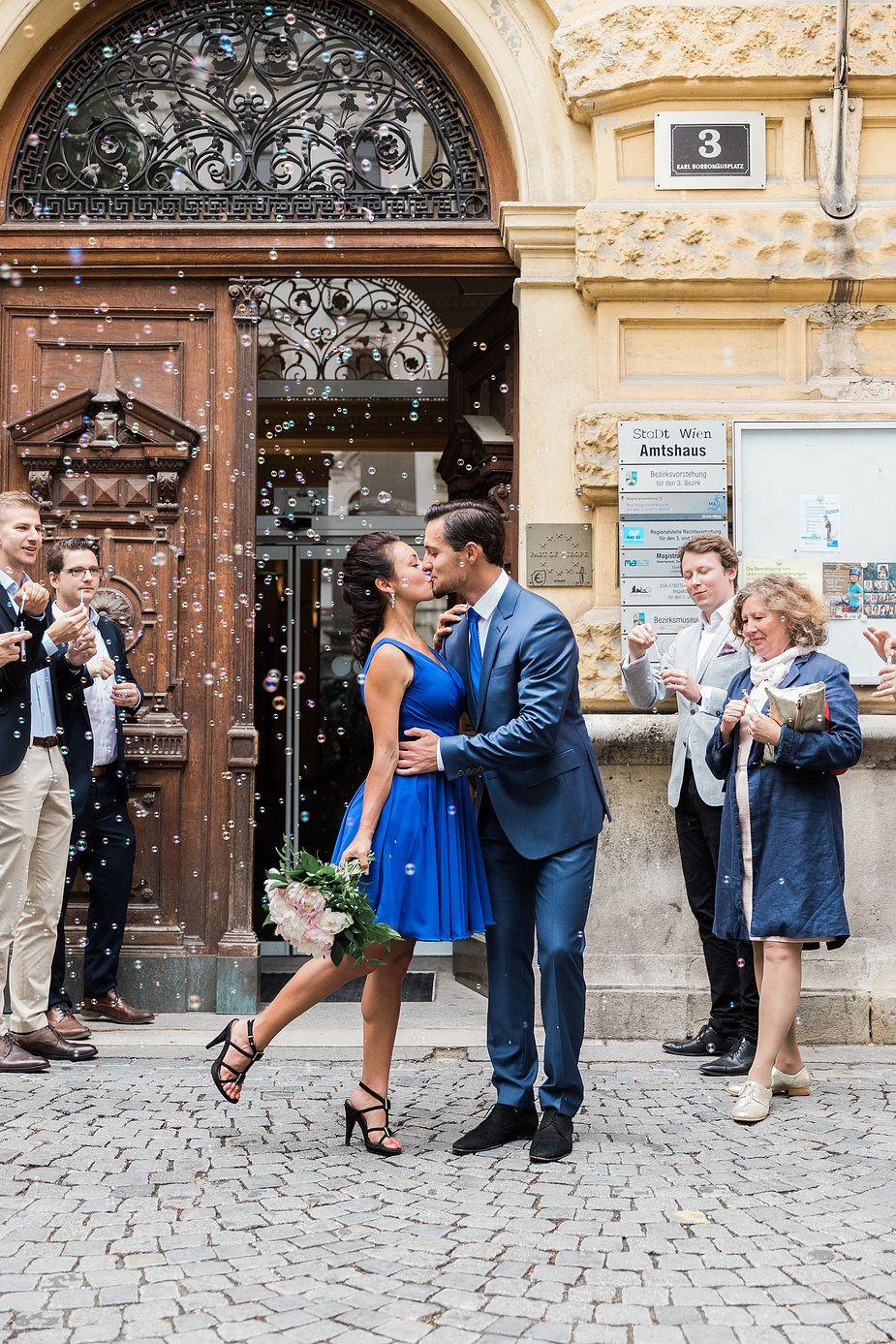 Den Ganzen Artikel Findet Auf Thetruebride Com Standesamt Standesamtliche Trauung Standesamtkleid Brautk Standesamtliche Trauung Trauung Hochzeitsfoto Idee