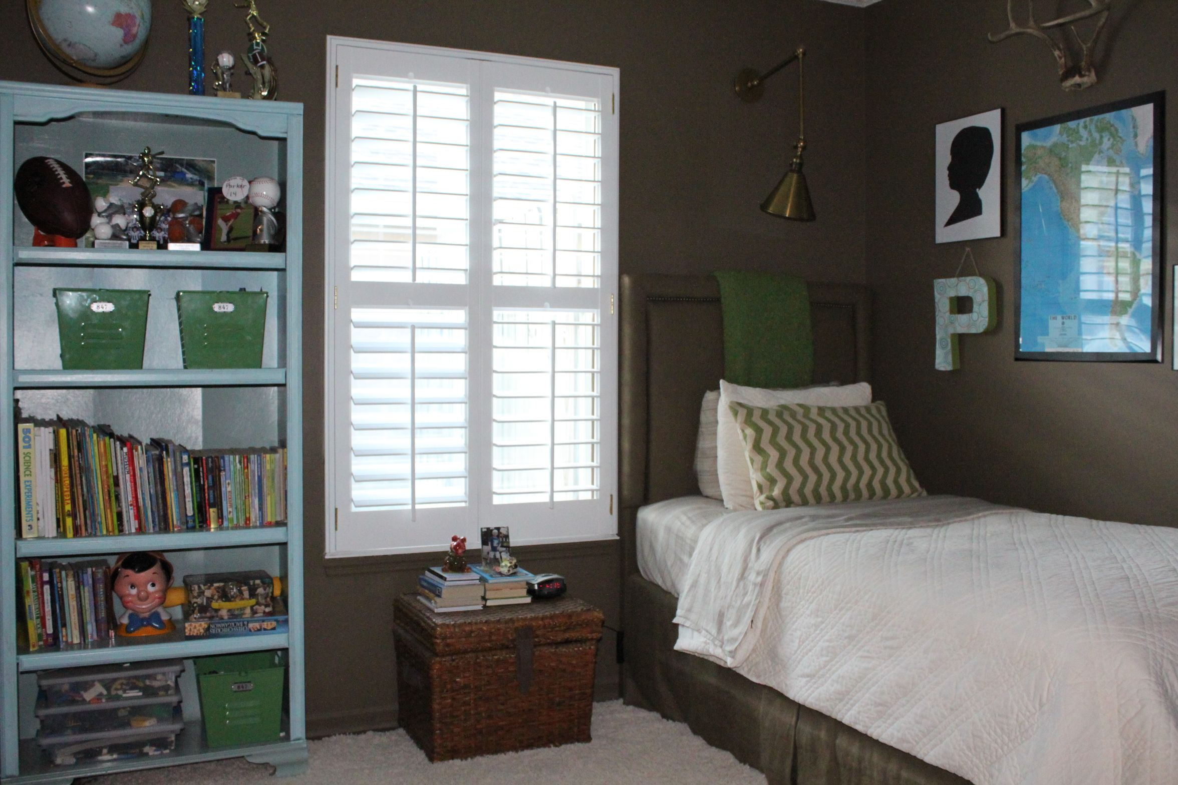 A Young Boys Small Bedroom Get A Makeover And Is