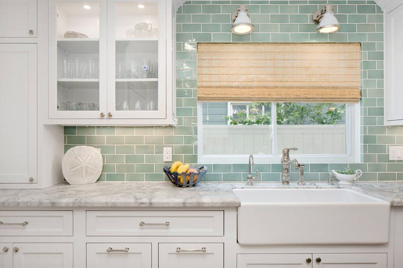 These Beachy Kitchen Ideas Will Help You Prolong Summer Farmhouse Sink Kitchen Green Backsplash Kitchen Remodel