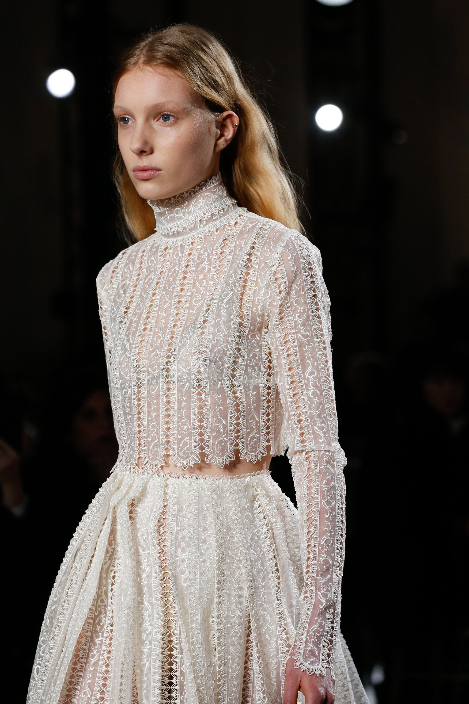 64db43b33730 Giambattista Valli Spring 2018 Couture Collection - Vogue Modely Z Módnych  Prehliadok