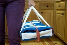 Casserole carrier with a zipper tutorial! Love it!