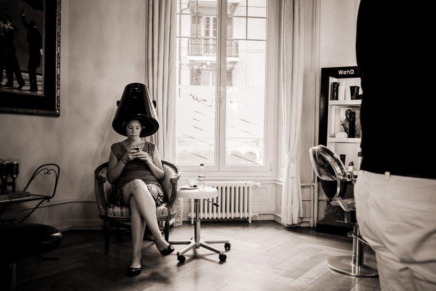 Preparation De La Mariee Dans Un Salon De Coiffure A Lausanne