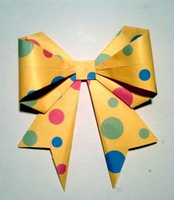 HOW TO MAKE AN ORIGAMI PAPER BOW. — Gathering Beauty | 401x350