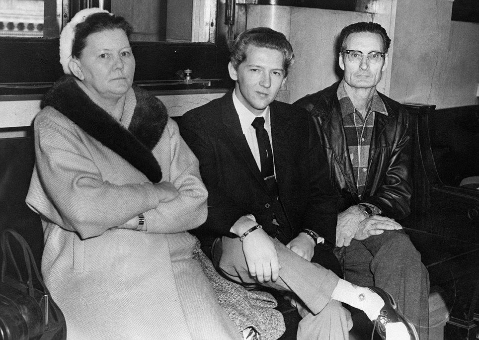 Jerry Lee Lewis attends court for back alimony pay, with