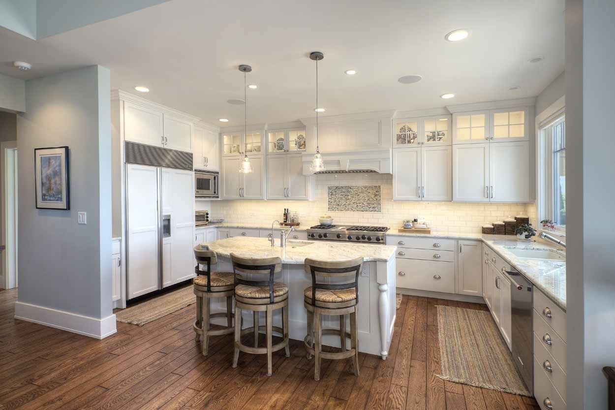 On the shoreline of Lake Michigan, a kitchen in Elk Rapids ...