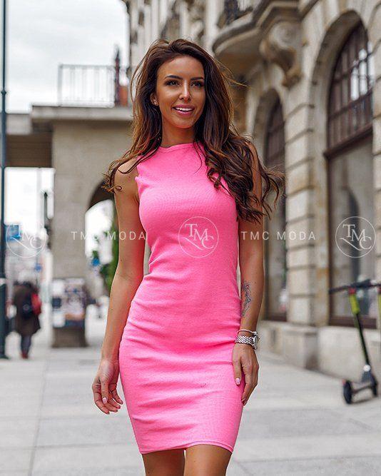 38e8359ba1aa Krásne dámske priliehavé šaty v krásnej neonovej farbe ružovej