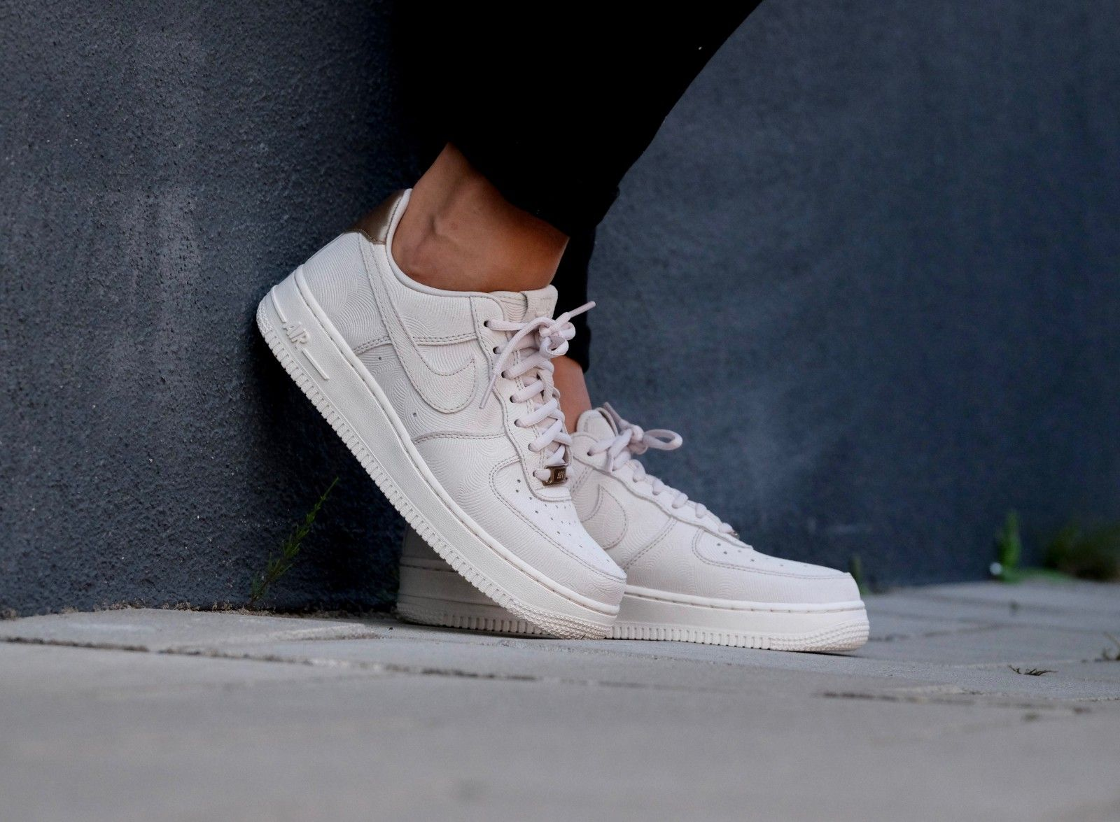 Nike WMNS Air Force 1 '07 PRM Grijs - Sneaker District
