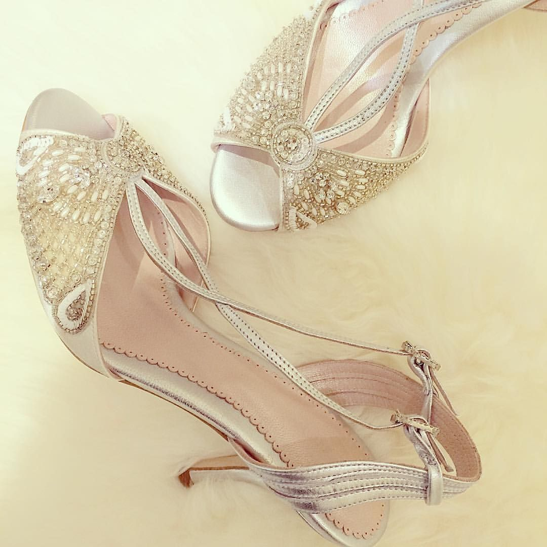 MAGNOLIA WHITEさんはInstagramを利用しています:「In love with this stunning wedding mule by @emmyshoes #emmyshoes 足下でさりげなく輝く、#emmylondon のシューズ」
