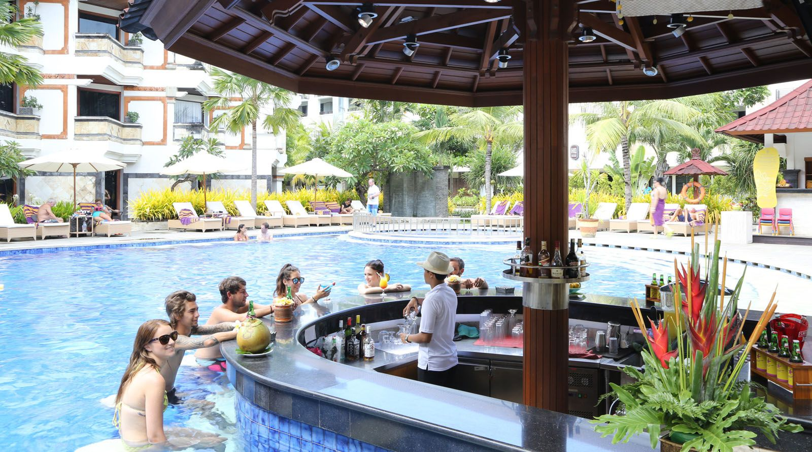 swim-up bar, sunken pool bar located at bali wing. | hotelthe