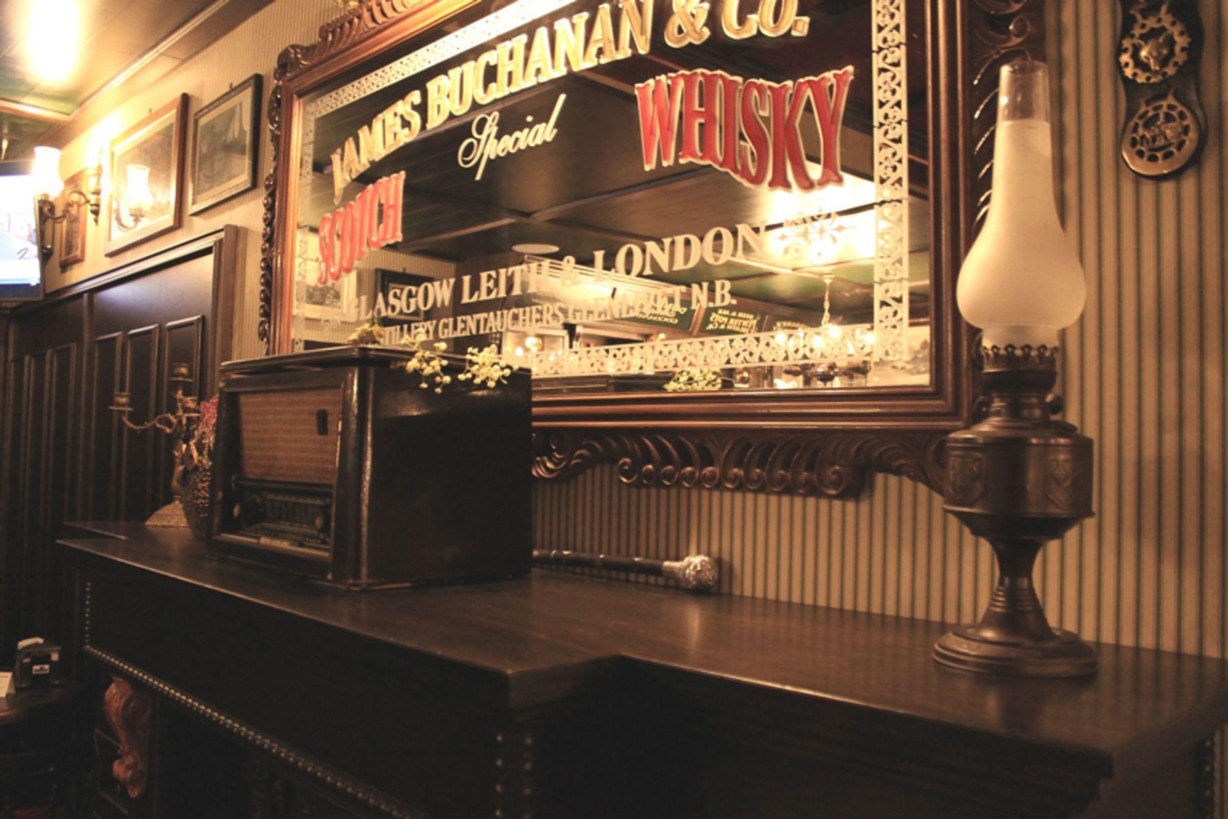 Arredi per irish pub english pub birrerie in stile for Arredamento per pub e birrerie