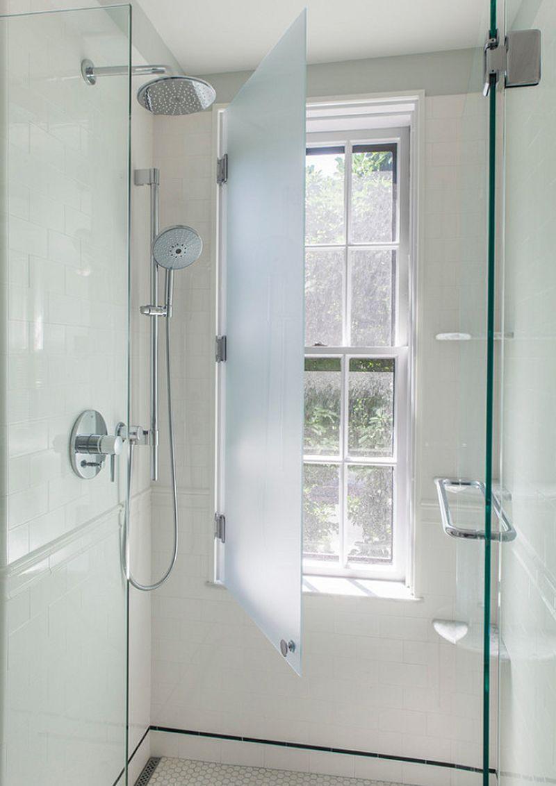 finestra nella doccia problemi idee soluzioni badkamer raambekleding badkamer raam privacy