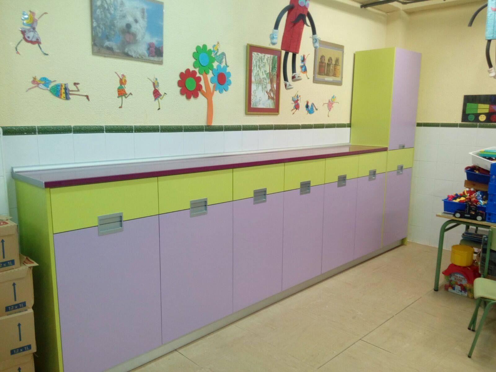 Mobiliario a medida para comedor escolar con cajones y bisagras de ...