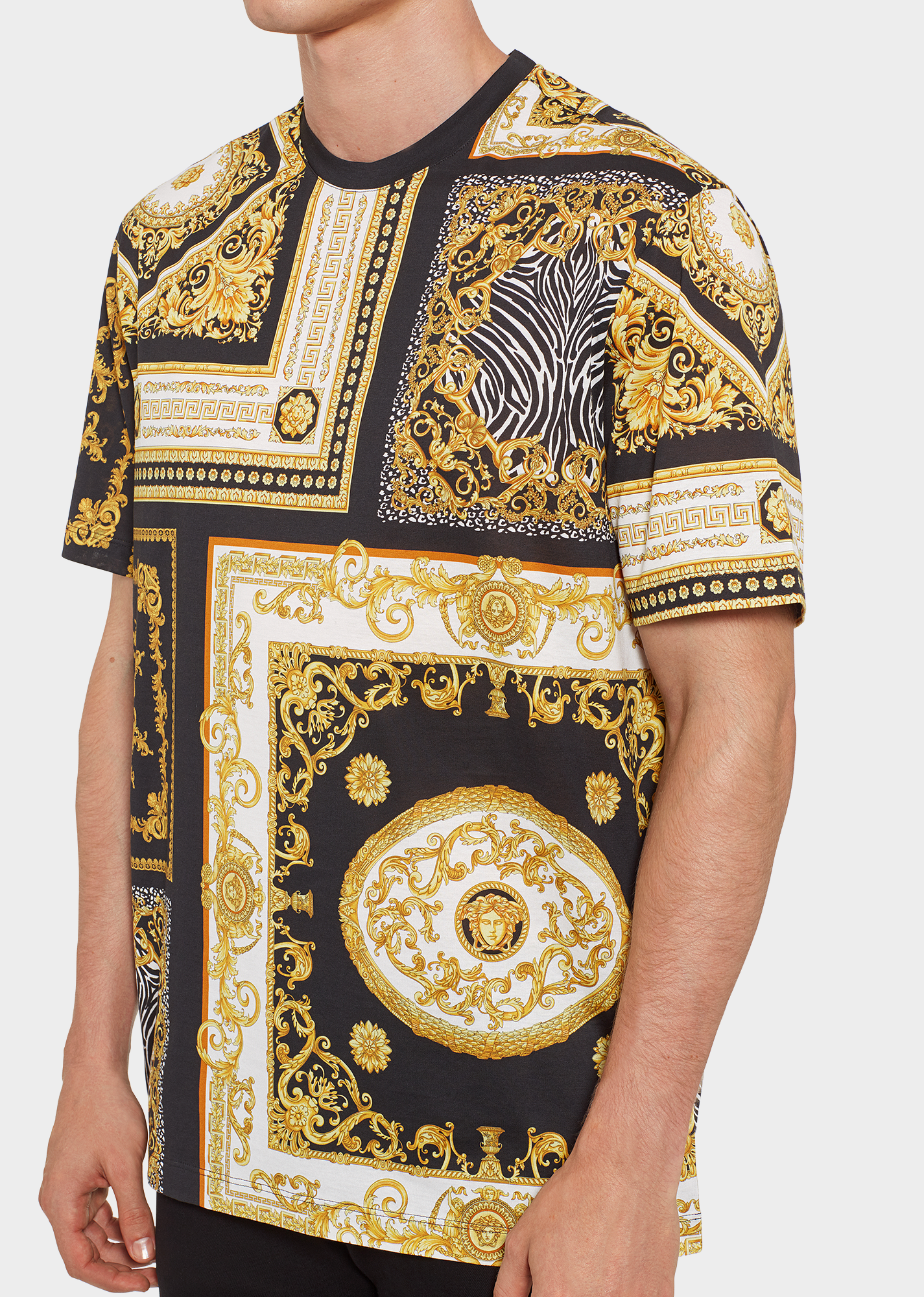 d98aa638b3 Signature 17 T-Shirt - Print T-shirts & Polos | Versace in 2019 ...