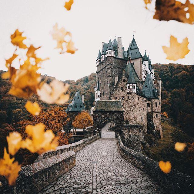 Günaydın! Burası Eltz Kalesi! Nisan ayı itibariyle ziyarete açılıyor. Prensesler,...