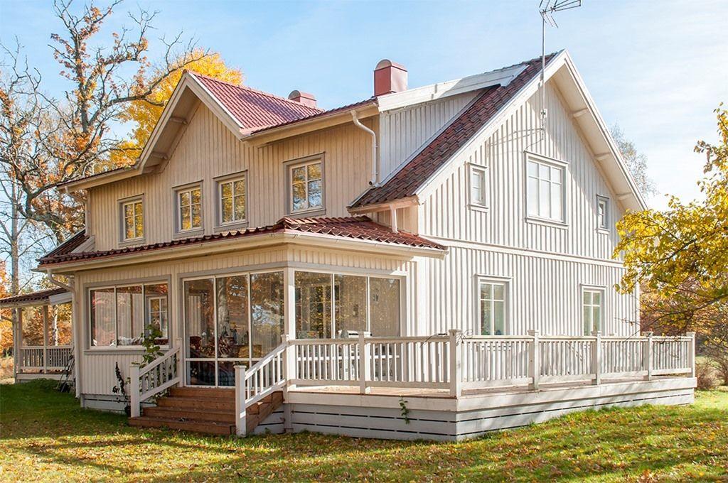 Schwedenhaus mit veranda  veranda | Renovera huset | Pinterest | Schwedenhaus, Traumhäuser ...