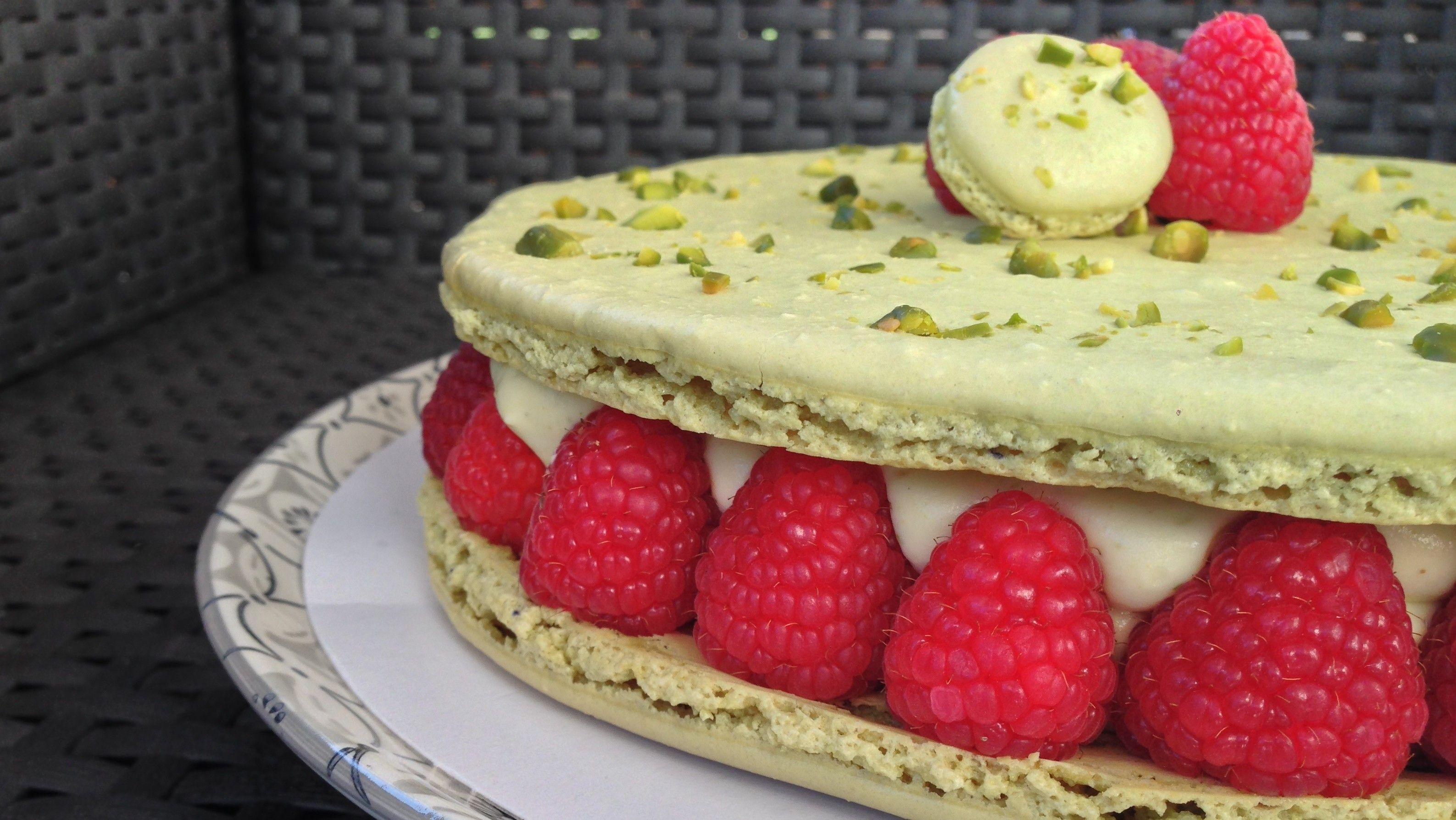 Macaron géant pistache-framboises | Macaron pistache ...