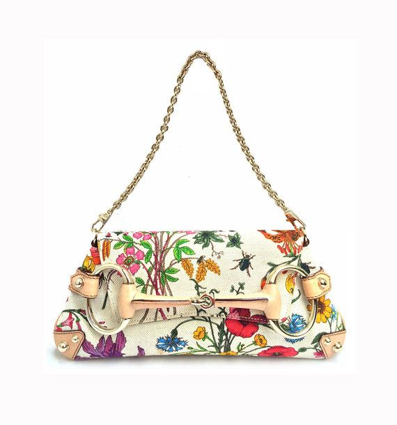 3d4101a21158 100% authentic Gucci Flora Collection Horsebit Flap Clutch bag in  pre-owned, like new condition featuring: flower patterned beige canvas