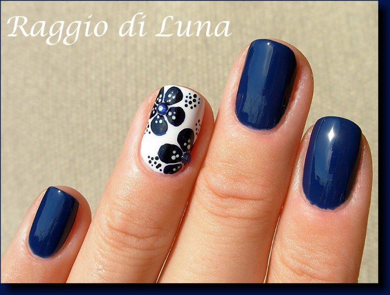 Raggio di Luna Nails: Dark blue flowers. Would love to do a tropical flower design.