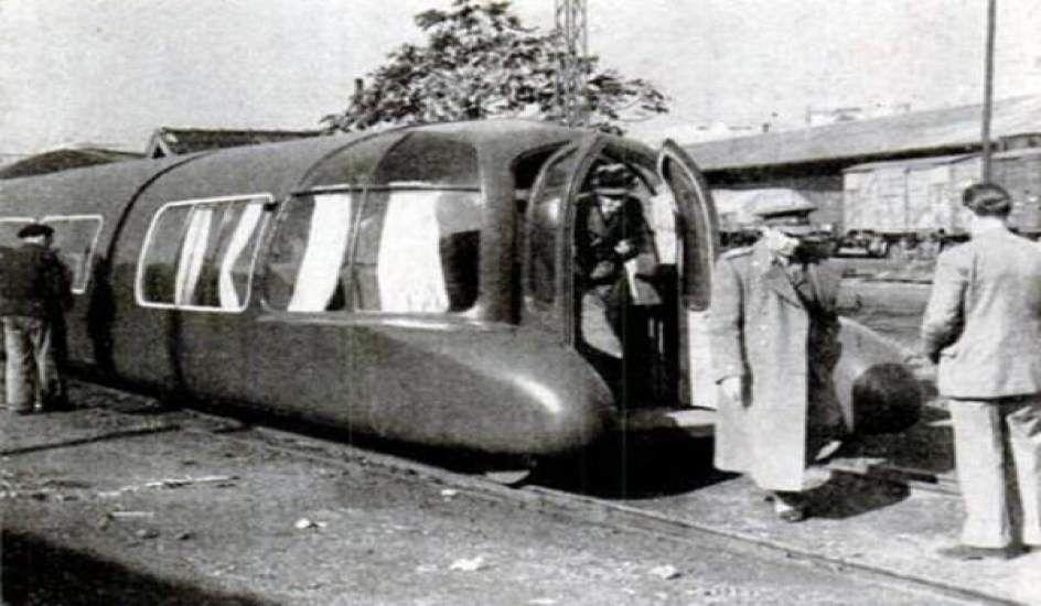 Pruebas del TALGO en 1942 en la estación de Guadalajara.