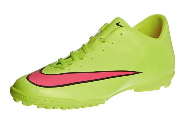 Le migliori scarpe da calcetto prodotte dalle marche più prestigiose. #scarpe http://www.scarpeonline.org/scarpe-da-calcetto/