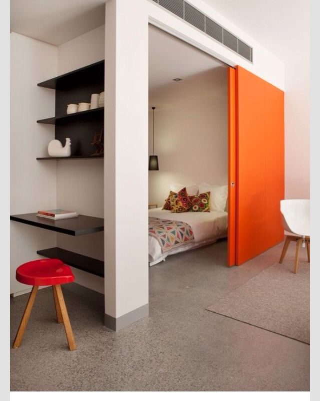 schuifdeur in oranje | slaapkamer | open en dicht | kleurrijk en ...