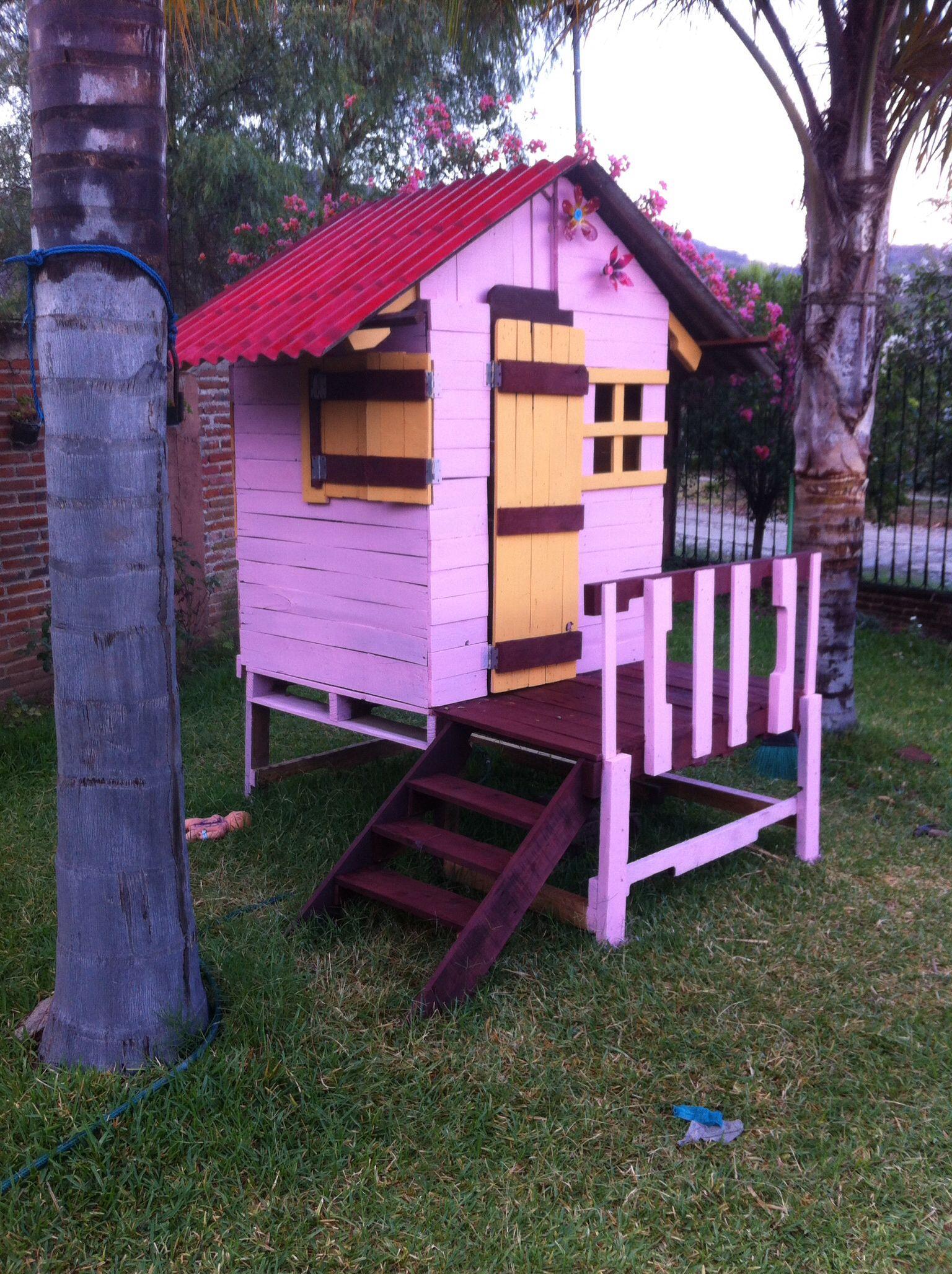 Casita de madera echa con palets casitas con pallet for Casitas con jardin