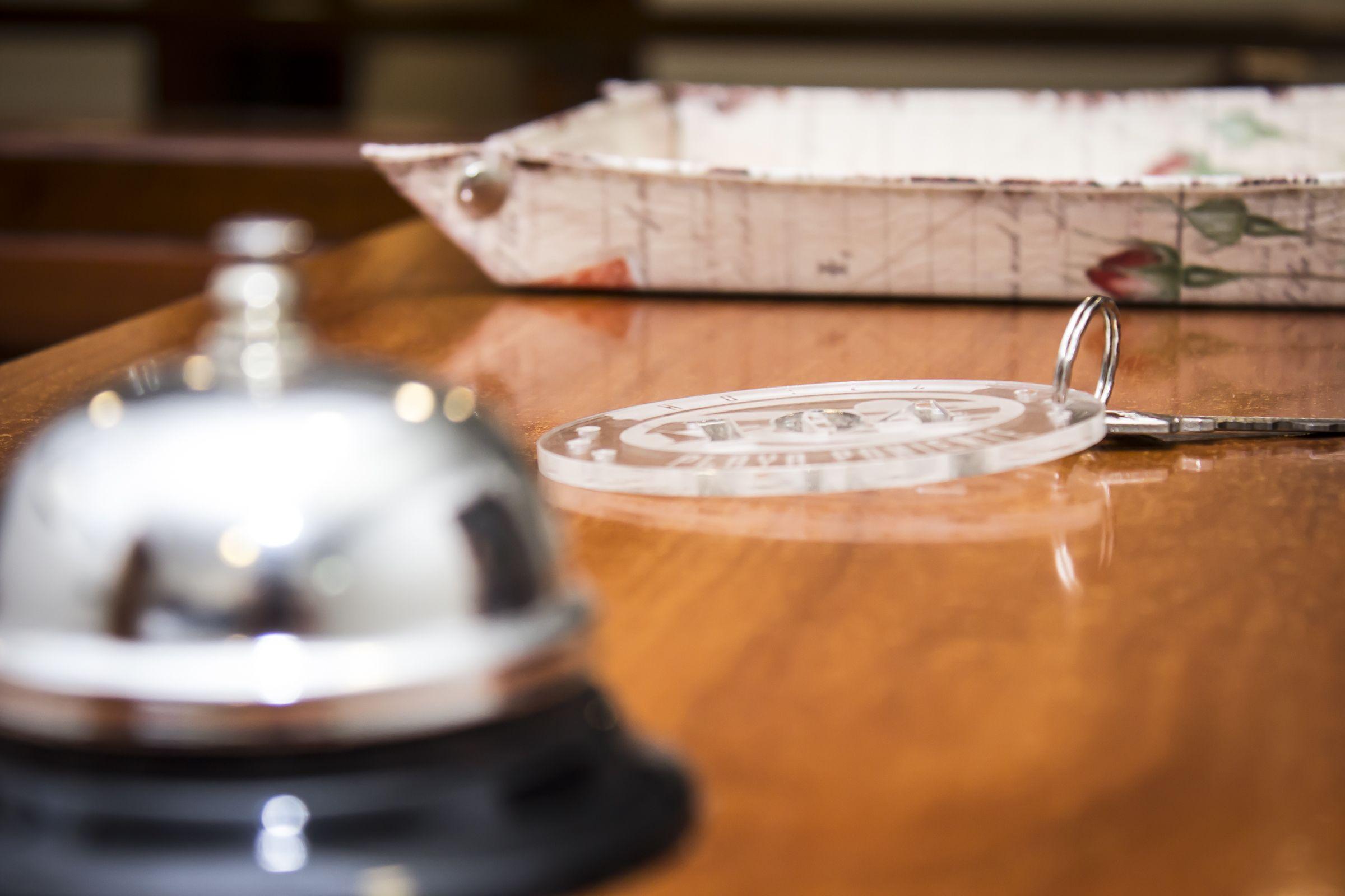 Detalle de nuestros llaveros en la recepción, hechos en metacrilato en el centro maker de #gijon,  nos encanta innovar!