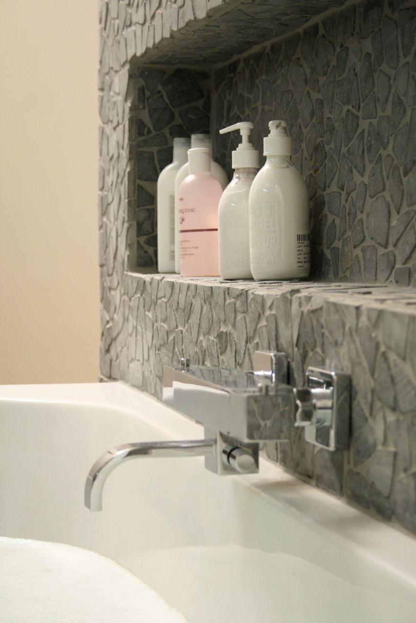 Praxis | Je hoeft niet altijd kastjes op te hangen in de badkamer ...