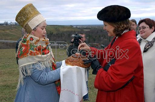 The Swedish Royal couple on official visit to Russia. Queen Silvia at the outdoor museum Malyje Karely in Archangelsk October 11. According to Russian tradition the Queen receive bread and salt at the arrival. 2001