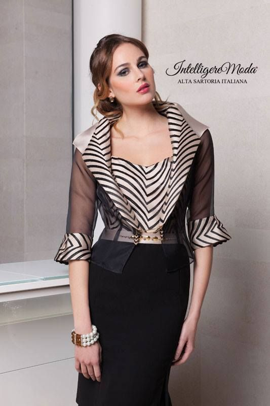 Abito e giacca da Cerimonia donna con corpetto e collo della giaca che  riportano un disegno geometrico. a880de3adbd