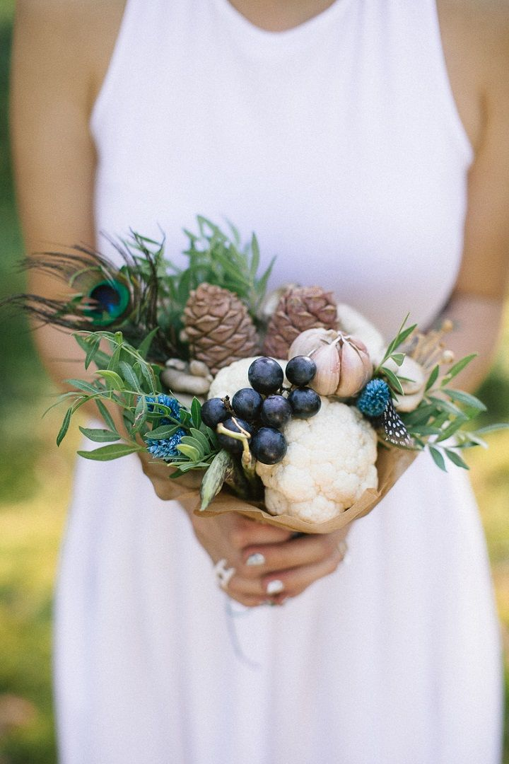 Neutral eco friendly wedding in the forest | Fruits and Vegetables wedding bouquet | fabmood.com #wedding #neturalwedding #ecofriendlywedding