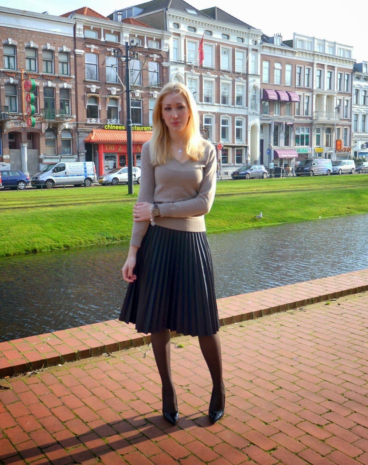 black pleated skirt   midi and maxi skirts   pinterest   black