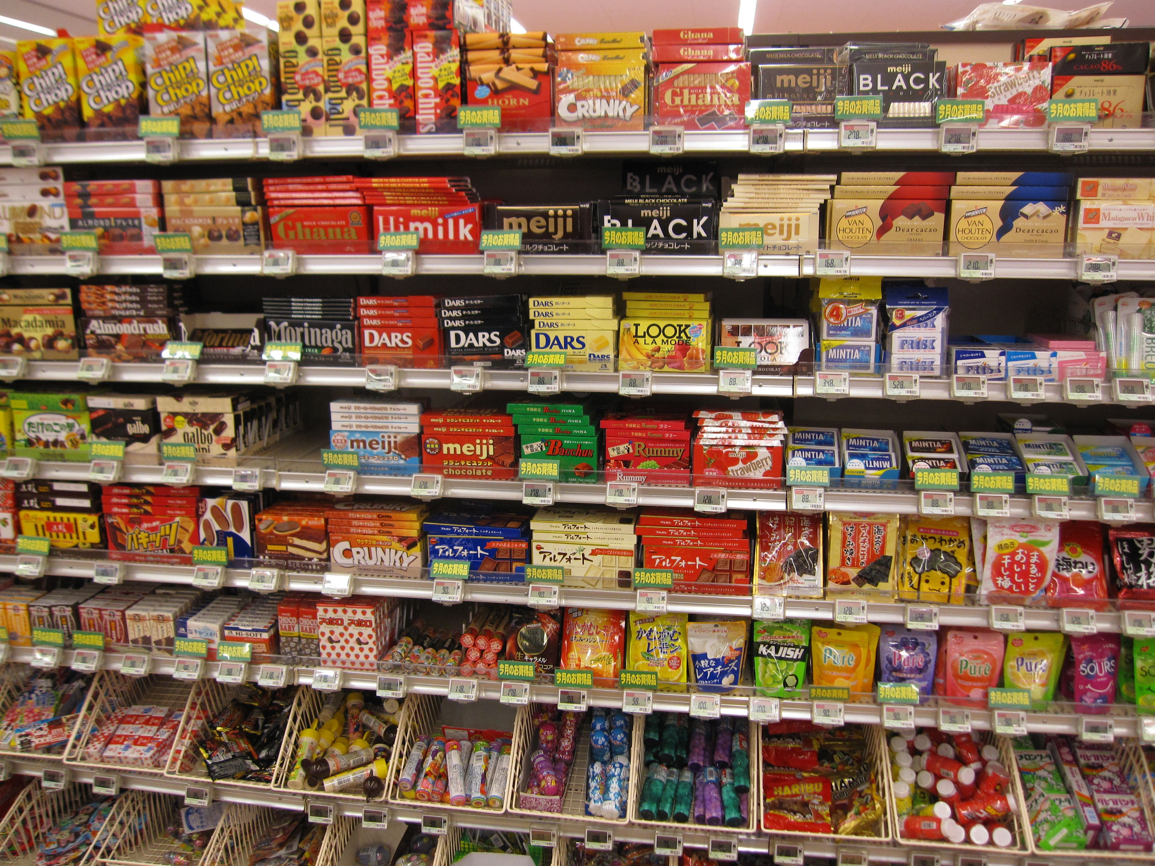 Candy Aisle In Tokyo Grocery Store Alcatraces Proyectos