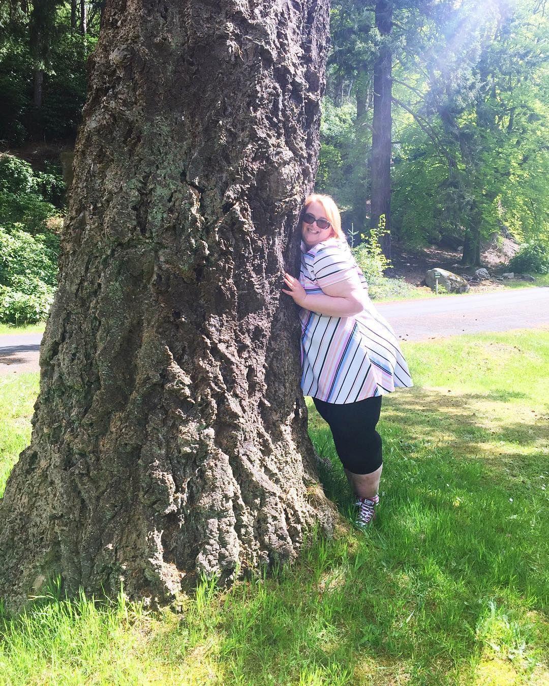 Sometimes, you just gotta hug a tree! 🌳☀️