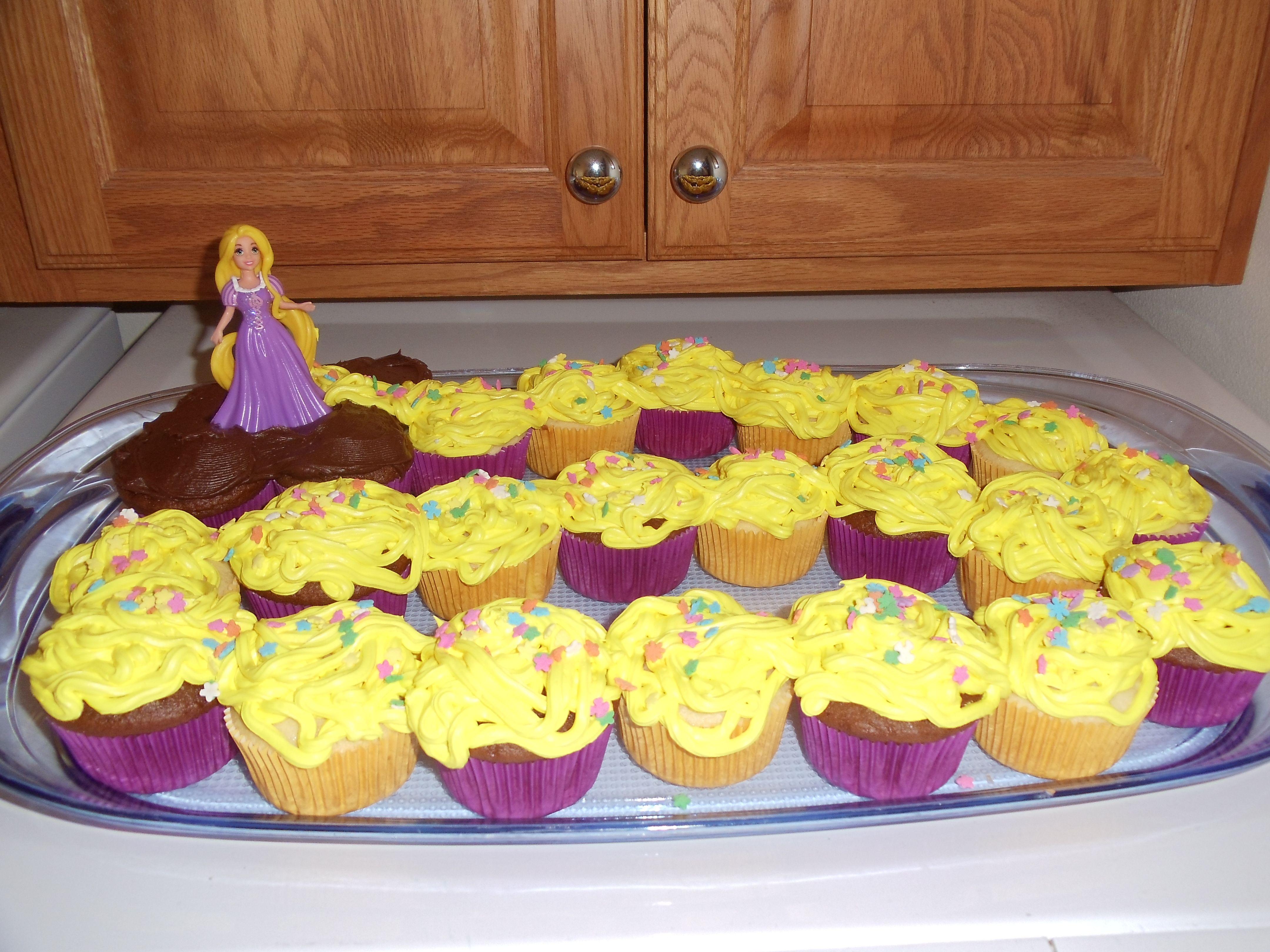 """Tangled"" Cupcake Cake"