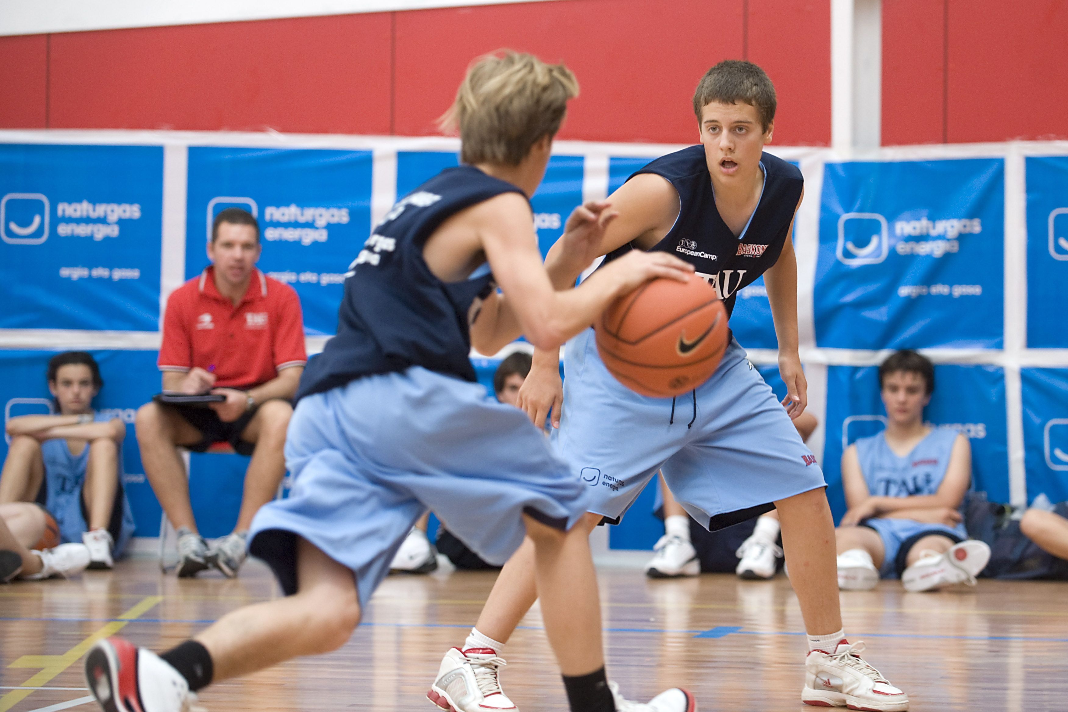 Summer Basketball Camps In Alicante Or Vitoria Also Includes Residential Accommodation A Wide Range Of Social Cultur Basketball Camp Camping Spain Basketball