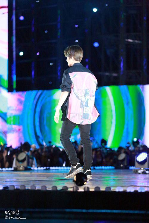 Baekhyun - 150524 2015 Lotte Duty Free Family Festival K-pop Concert Credit: 도담도담. (2015 롯데면세점 패밀리페스티벌 케이팝 콘서트)
